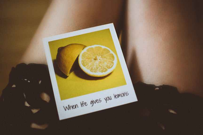 lemon photo on person s thigh